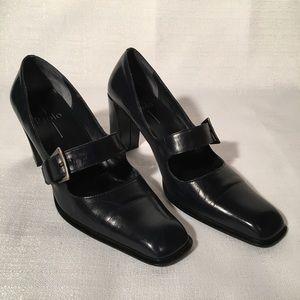 Paola Linea Navy Heels